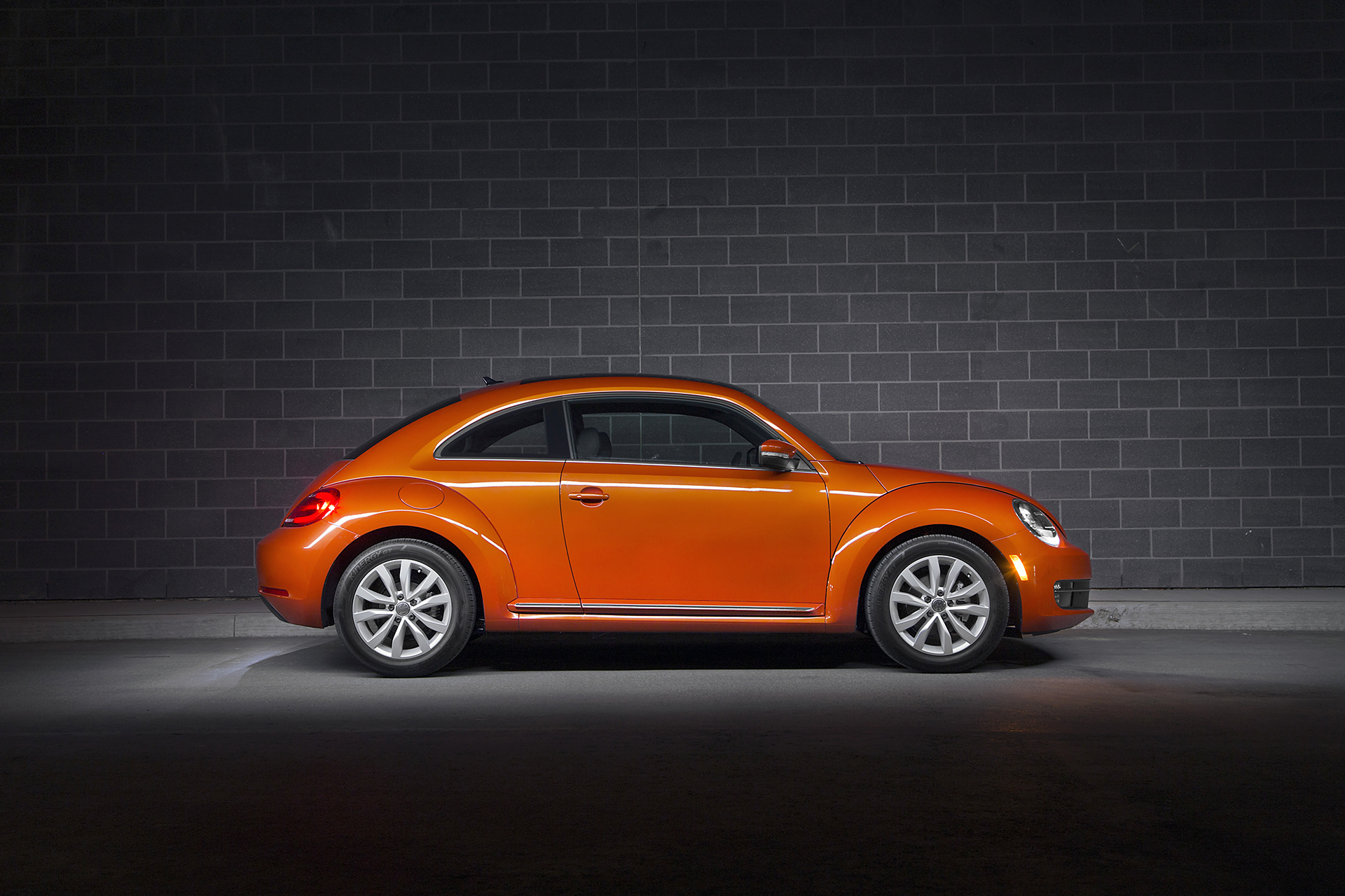reviewed volkswagen new beetle pfaff auto. Black Bedroom Furniture Sets. Home Design Ideas